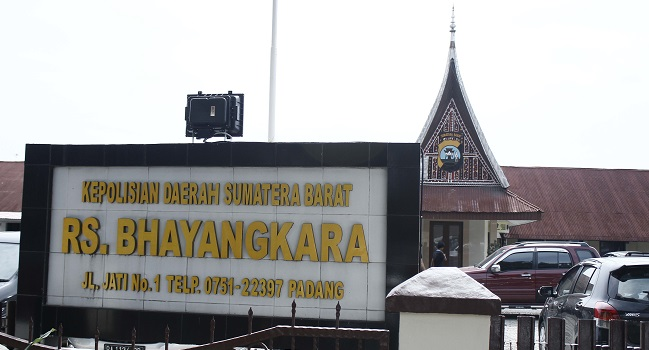 Di RS Bhayangkara IK dirawat. (rahmat zikri)