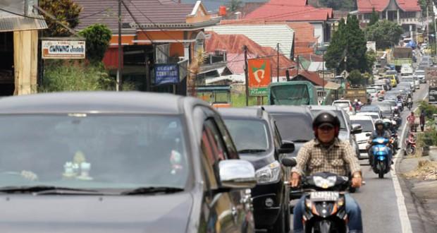 Kepadatan jalur Padang-Bukittinggi (antara foto)