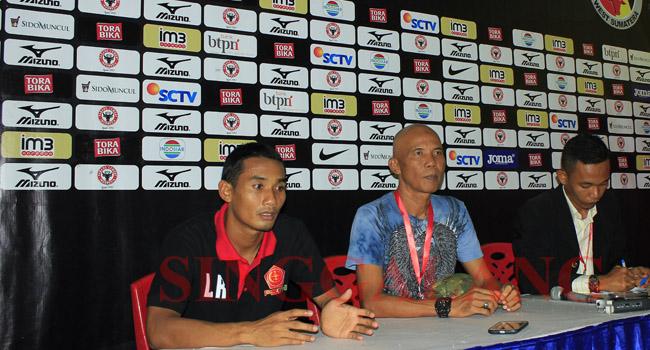 Legimin Raharjo, Coach Suharto AD dan Arya saat memberikan keterangan usai laga. (rahmat zikri)