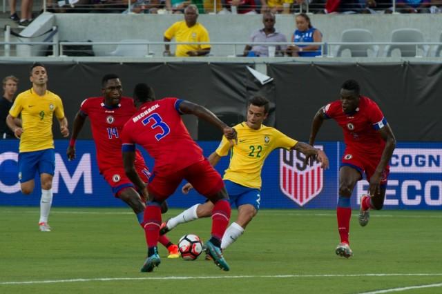 Philippe Coutinho menciptakan hattrick saat Brasil bertemu Haiti. (*)