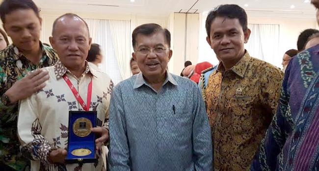 Koreografer Ery Mefri bersama Wapres Jusuf Kalla dan anggota DPD RI Nofi Chandra. (*)