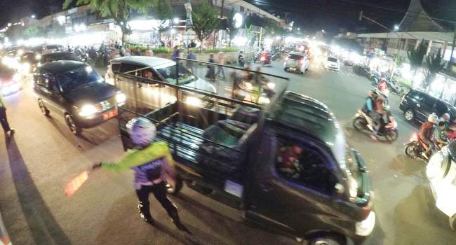 Kepadatan arus lalu lintas di Payakumbuh (bule)