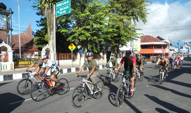 Funbike di Padang Panjang diikuti ratusan peserta. (jasriman)