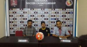 Coach BSU, Ibnu Grahan didampingi Fandi Eko Utomo saat memberikan keterangan resmi kepada media. (roni putra/humas spfc)