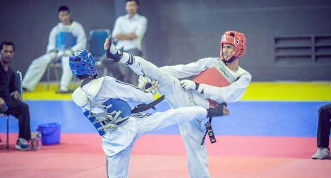 Marstio Embrian Hidayatullah (kanan) dinobatkan sebagai Taekwondoin Terbaik di Kejurnas Taekwondo Antar-Mahasiswa 2016 di NTB. (dok pribadi)