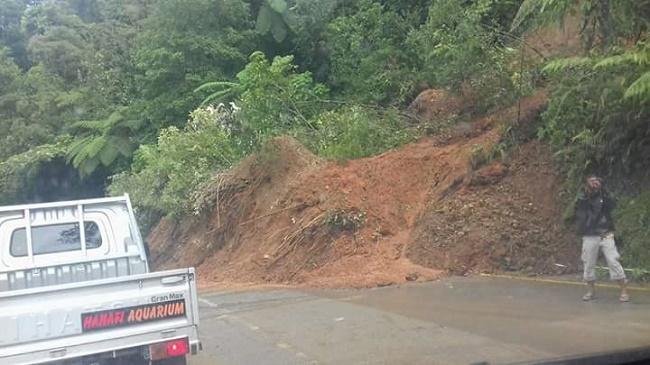 Jalan Padang - Solok sudah normal kembali. (*)