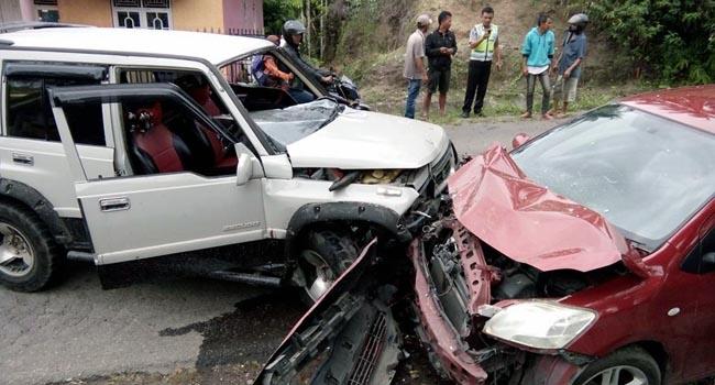 Kondisi kedua mobil yang bertabrakan (mursyidi)