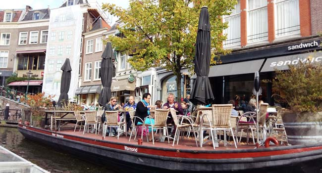 Suasana di kanal-kanal Leiden, Belanda (kj)