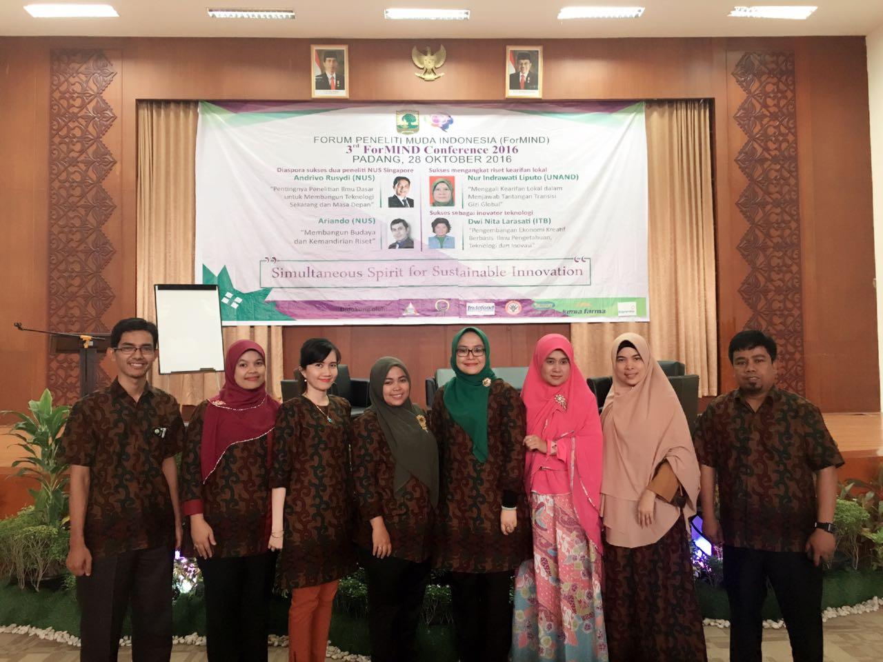 Para anggota Formind di sela-sela seminar di Unand (arief pratama)