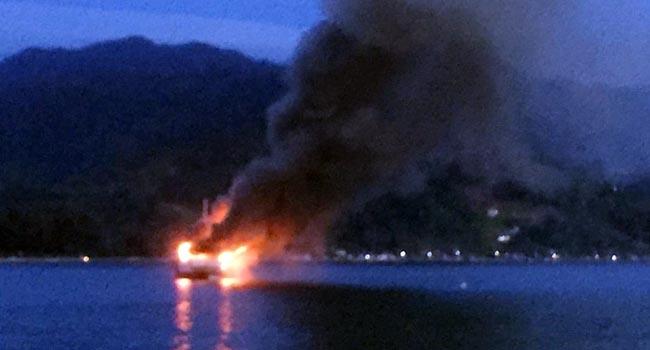 Kapal yang terbakar di Perairan Bungus, Padang (ist)
