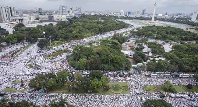 Lautan umat manusia dalam aksi damai 212 di Jakarta (antara foto)