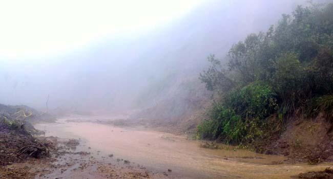 Jalan Sicincin-Malalak kembali longsor (asrial gindo)