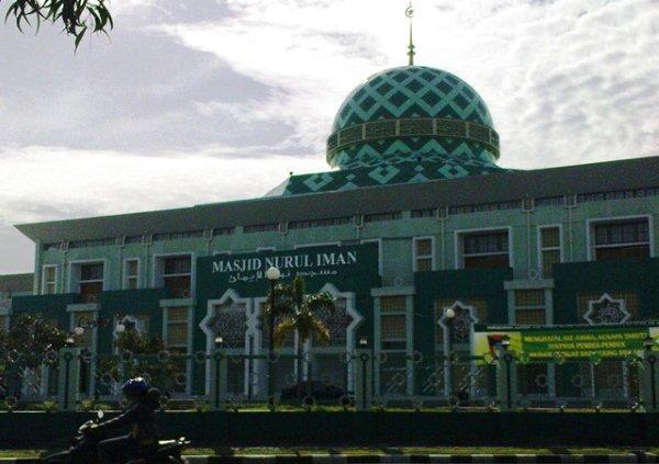 Masjid Nurul Iman. (*)