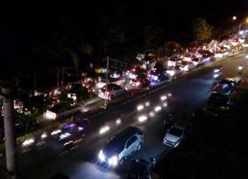 Kepadatan kendaraan di kawasan Pantai Padang (aci indrawadi)