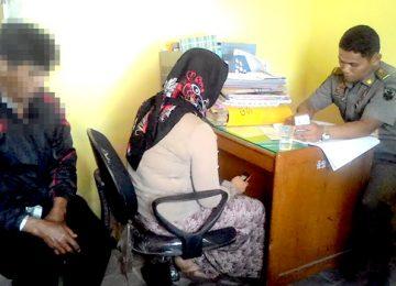 Pasangan non muhrim saat dimintai keterangan oleh satpol PP Bukittinggi. (yanti)