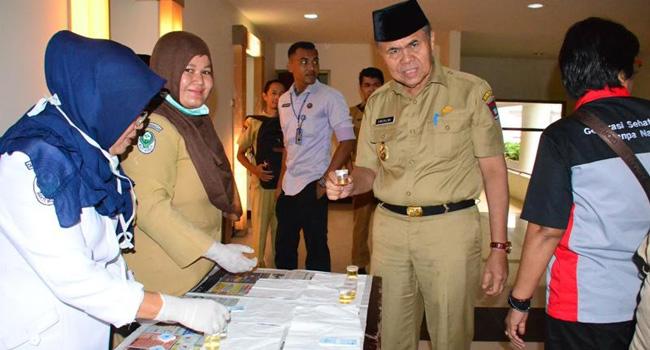 Wakil Walikota Padang Emzalmi tes urine. (*)