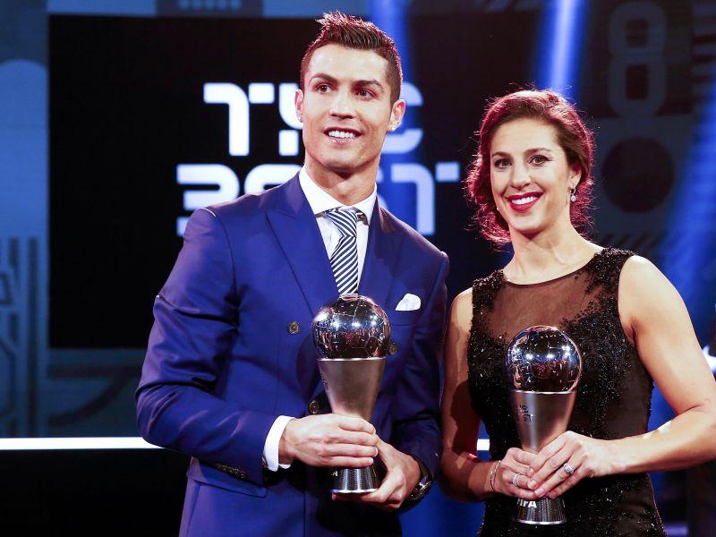 Carli Lloyd and Cristiano Ronaldo pesepakbola terbaik FIFA. (okezone)