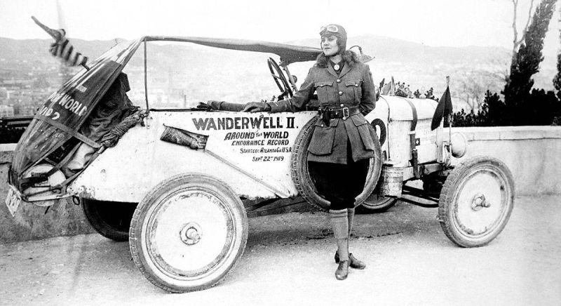 Idris Galcia Hall alias Aloha Wanderwall remaja perempuan pertama di dunia yang berkeliling dunia menggunakan mobil (alohawanderwall)
