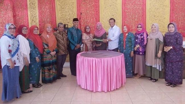 Ikapri dan Kadin Padang menandatangani MoU pemanfaatn minyak jelantah. (lenggo)