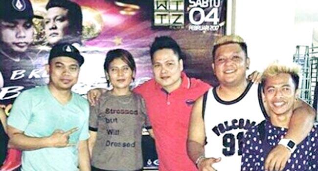 DJ Amroy (paling kiri)