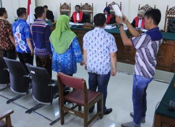 Para saksi disumpah sebelum memberikan keterangan (rahmat zikri)