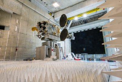 Satelit komunikasi Telkom 3S buatan Thales Alenia Space untuk Indonesia. (*)