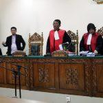 Terdakwa Farizal sebelum memberikan keterangan di Pengadilan Tipikor Padang (rahmat zikri)