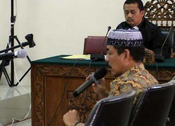 Terdakwa Farizal saat memberikan terangan di Pengadilan Tipikor Padang (rahmat zikri)