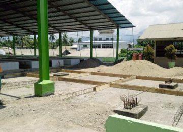 Inilah kios ataupun pondasi yang telah dibangun tukang. Sebelumnya Pemko Padang menjanjikan kepada pedagang Banda Buek untuk mendirikan taman, Jumat (17/3). (deri oktazulmi)