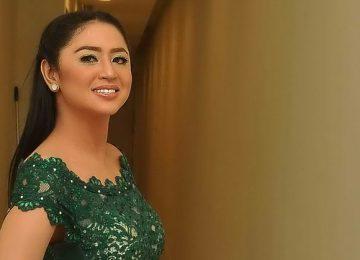 Dewi Perssik. (okezone)