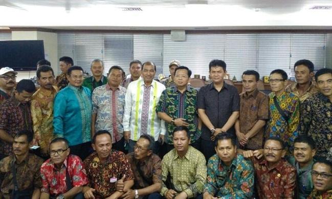 Sejumlah wali nagari mendatangi DPD RI mengadukan persoalan dana desa. (*)