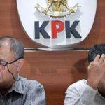Ketua KPK Agus Rahardjo dan Ketua BPK Moermahadi Soerja Djanegara memaparkan hasil OTT KPK di Gedung KPK, Jakarta. (antara foto)