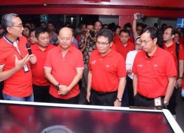 Managemen Telkom Group dan Walikota Medan H.T.Dzulmi Eldin S meninjau Digital Grapari Telkom Group. (*)