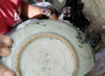 Keramik yang ditemukan warga di kawasan Mandeh (ist)