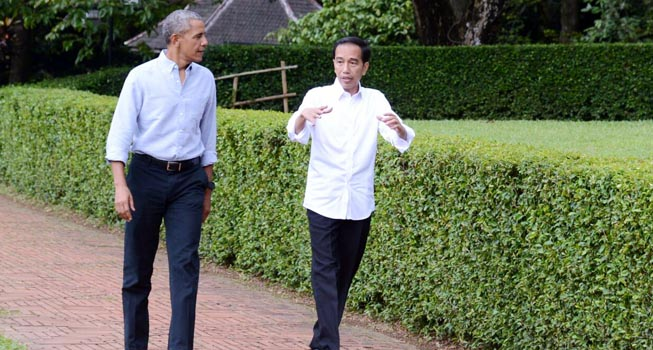 Presiden Jokowi dan Barack Obama berbincang santai (ist)