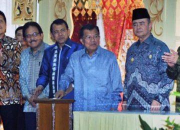 Wapres Jusuf Kalla meresmikan gedung baru UNP (antara foto)