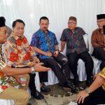 Weno Aulia Durin (paling kiri) bersama sejumlah tokoh masyarakat Kota Padang (ist)