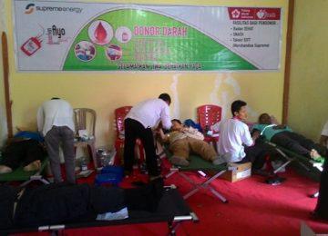 Aksi kesehatan PT SEML disambut antusias masyarakat yang akan melakukan pemeriksaan kesehatan dan donor darah, Rabu (16/8). (Afrizal Amir)