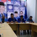 Ketua DPD PAN Padang Hendri Septa memberikan penjelasan terkait pendaftaran caleg dan HUT PAN ke-19. (ist)