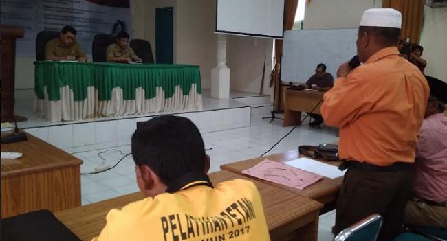 Perwakilan petani Dharmasraya menyampaikan kekesalan mereka terkait pembatalan bibit inpago. (ist)