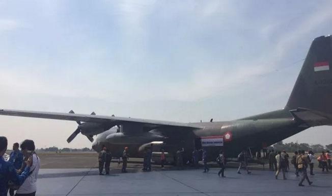 Pesawat Hercules membawa bantuan untuk pengungsi Rohingya. (Foto: Fakhrizal Fakhri/Okezone)