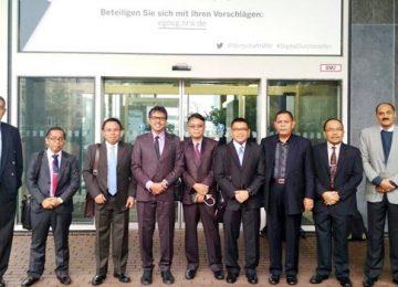 Irwan Prayitno dan sejumlah pejabat lainnya di sela pameran di Jerman (ist)