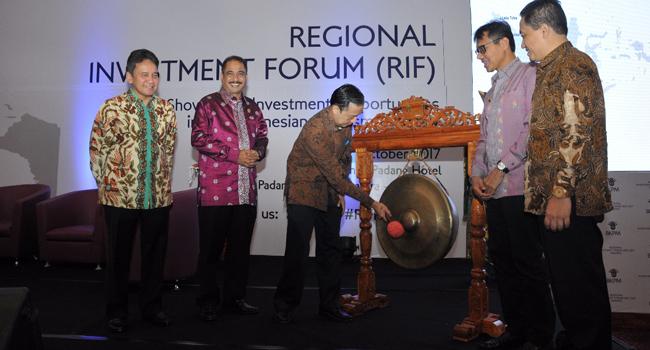 Kepala BKPM Thomas Lembong membuka RIF 2017 di Padang. (humas)
