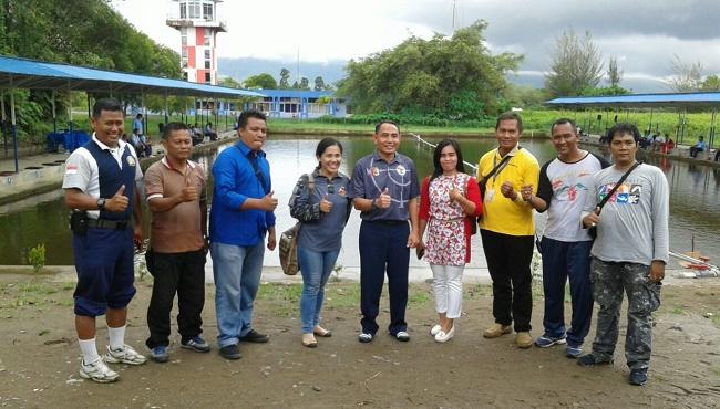 Danlanud Kol. Pnb. Eko Sujatmiko foto bersama wartawan di sela Mancing Gembira. (Ist)