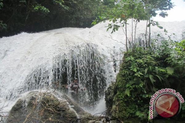 Air terjun Simatobat di Mentawai. (antara)