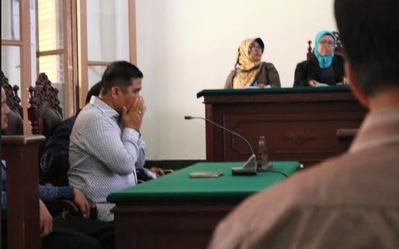 Mantan Ketua DPRD Padang Erisman saat di persidangan. (*)