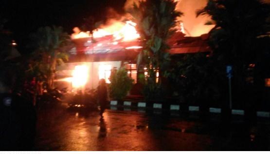 Kebakaran Mapolres Dharmasraya (net)