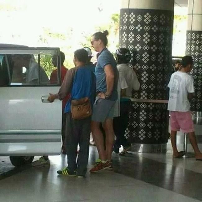 Ibrahimovic terlihat berada di Labuan Bajo. (Foto: Istimewa)